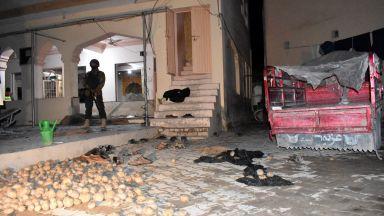 """""""Ислямска държава"""" окървави джамия в Пакистан, 15 загинаха (видео)"""