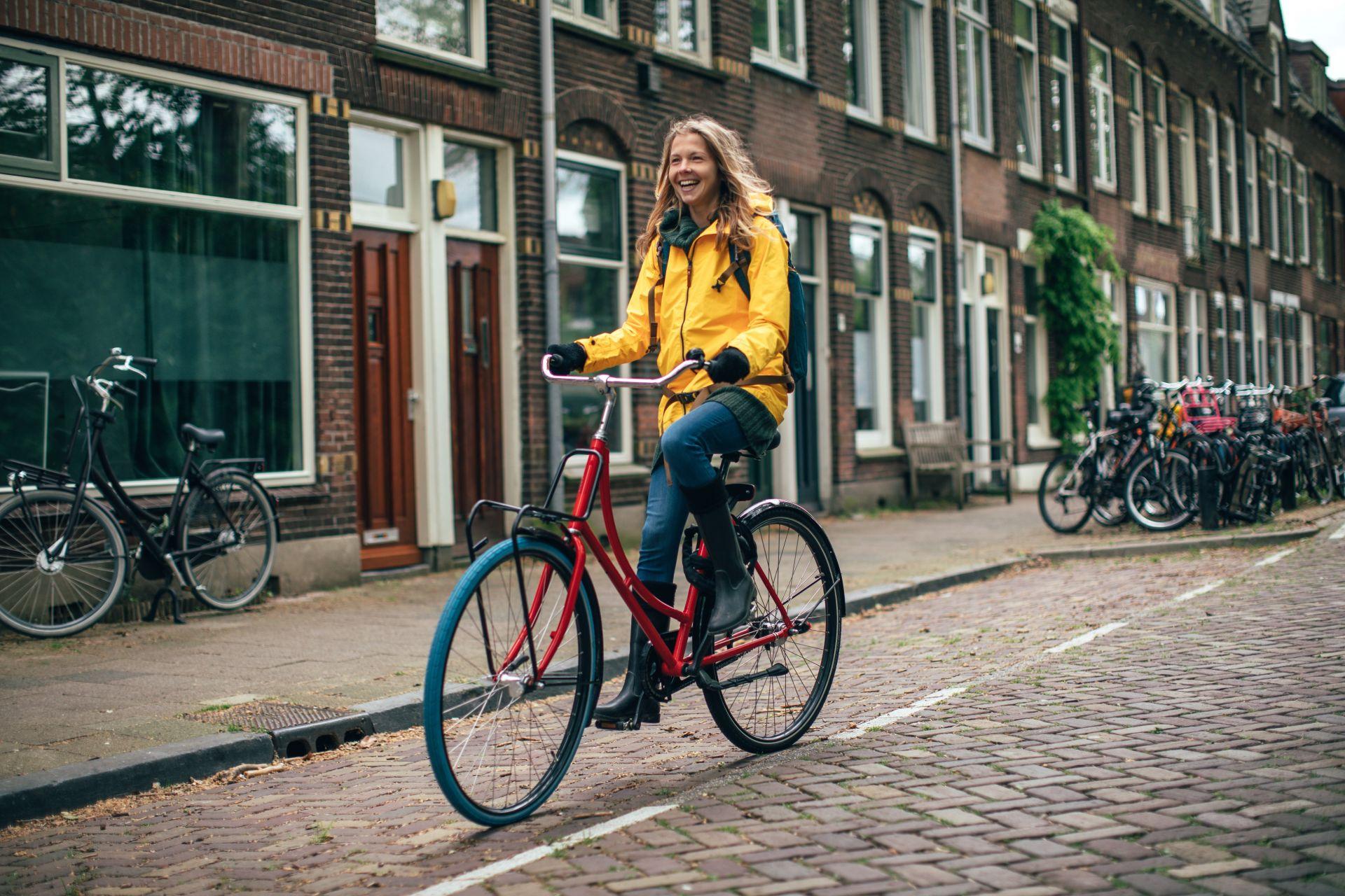 Жена на колело в Утрехт