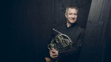 Виртуозът на валдхорната Щефан Дор ще гостува на Софийската филхармония