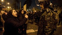 Тръмп с ново предупреждение към Иран да не потушава със сила протестите