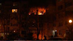 Взрив в жилищен блок във Варна, има пострадали (видео)