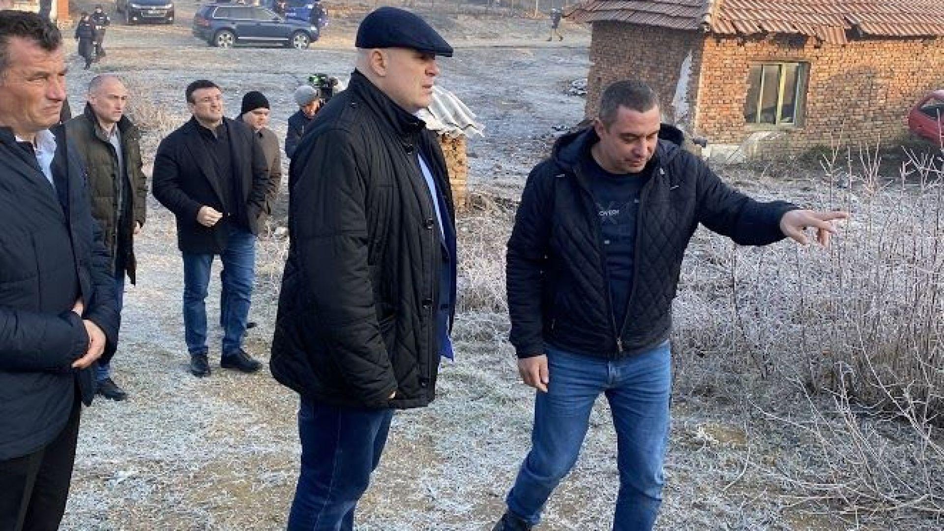 Главният прокурор лично наблюдава акцията в село Галиче