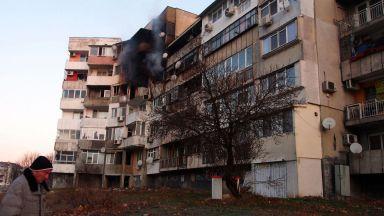 Две жени остават с опасност за живота след взрива във варненския блок
