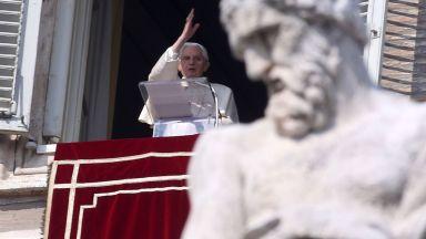 Оттеглилият се папа Бенедикт XVI издаде книга
