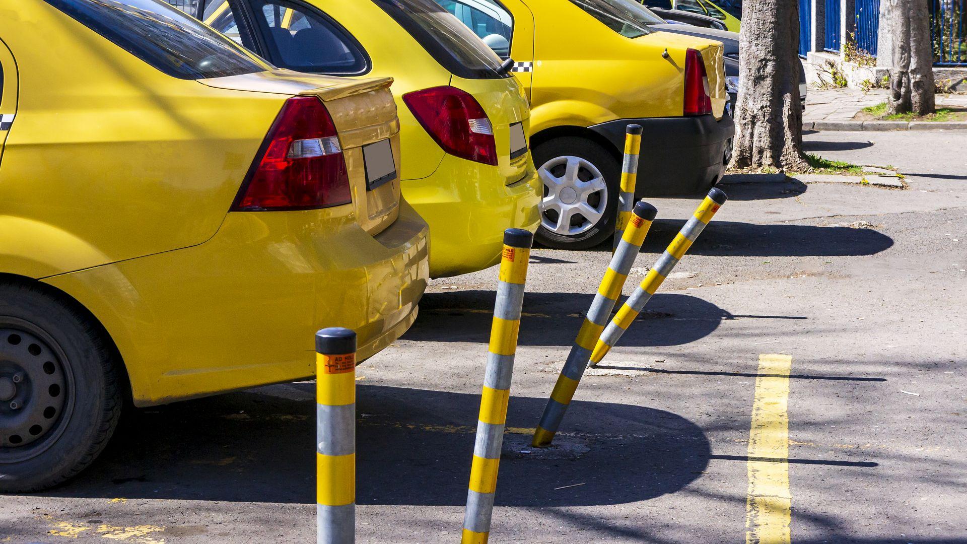 Заради къси курсове: Такситата искат тройнo увеличение на първоначалната такса