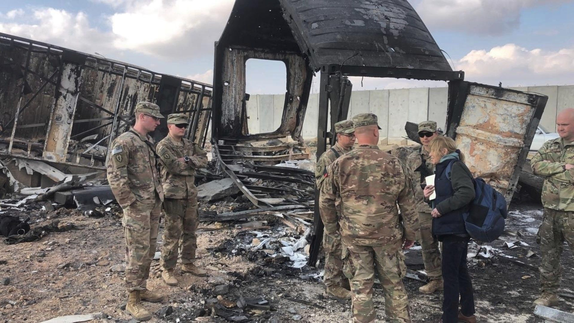 Американски военни сред разрушенията в базата в Ирак, ударена от ирански ракети
