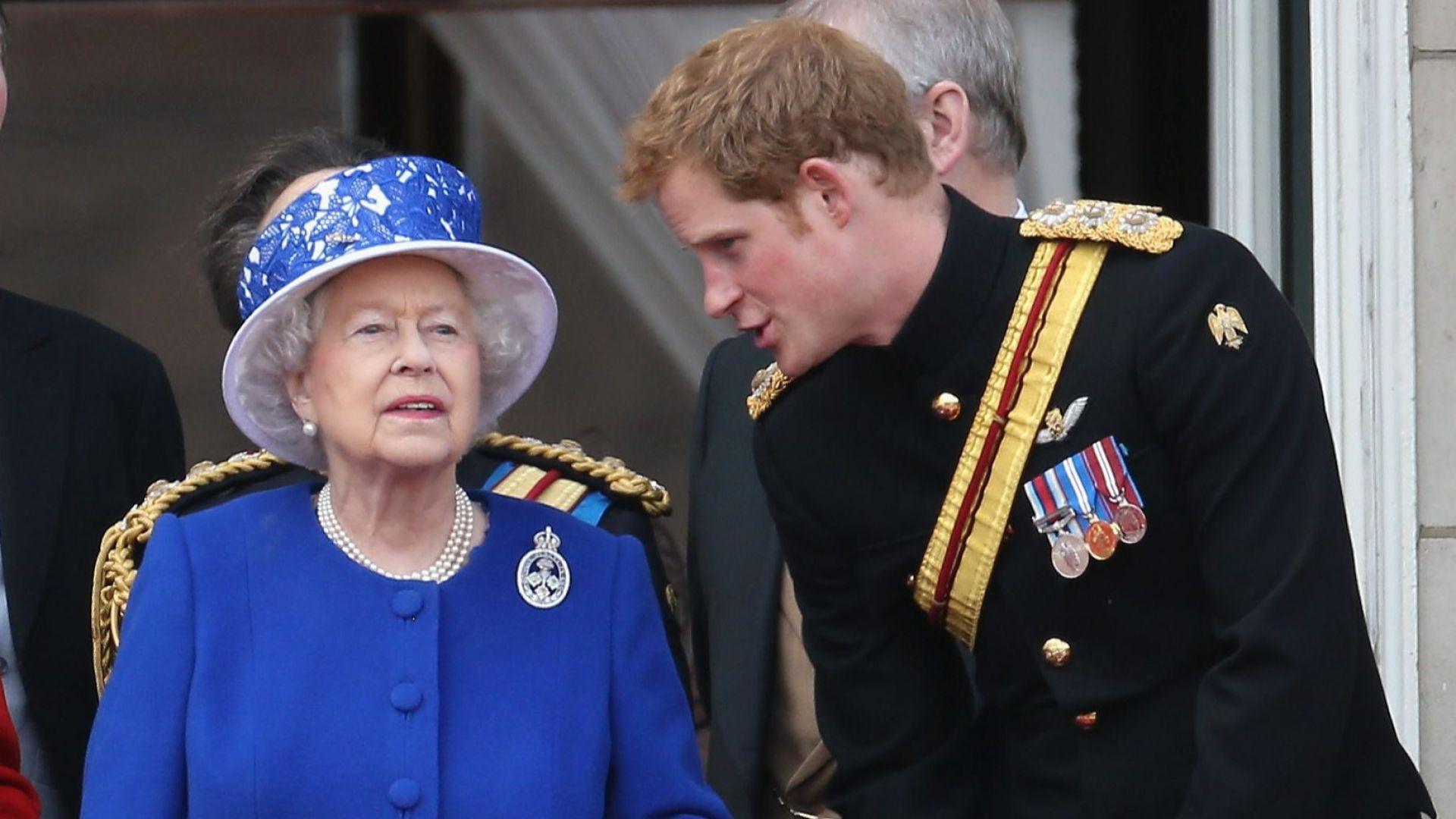 До часове Елизабет II сключва сделка с Хари и Меган