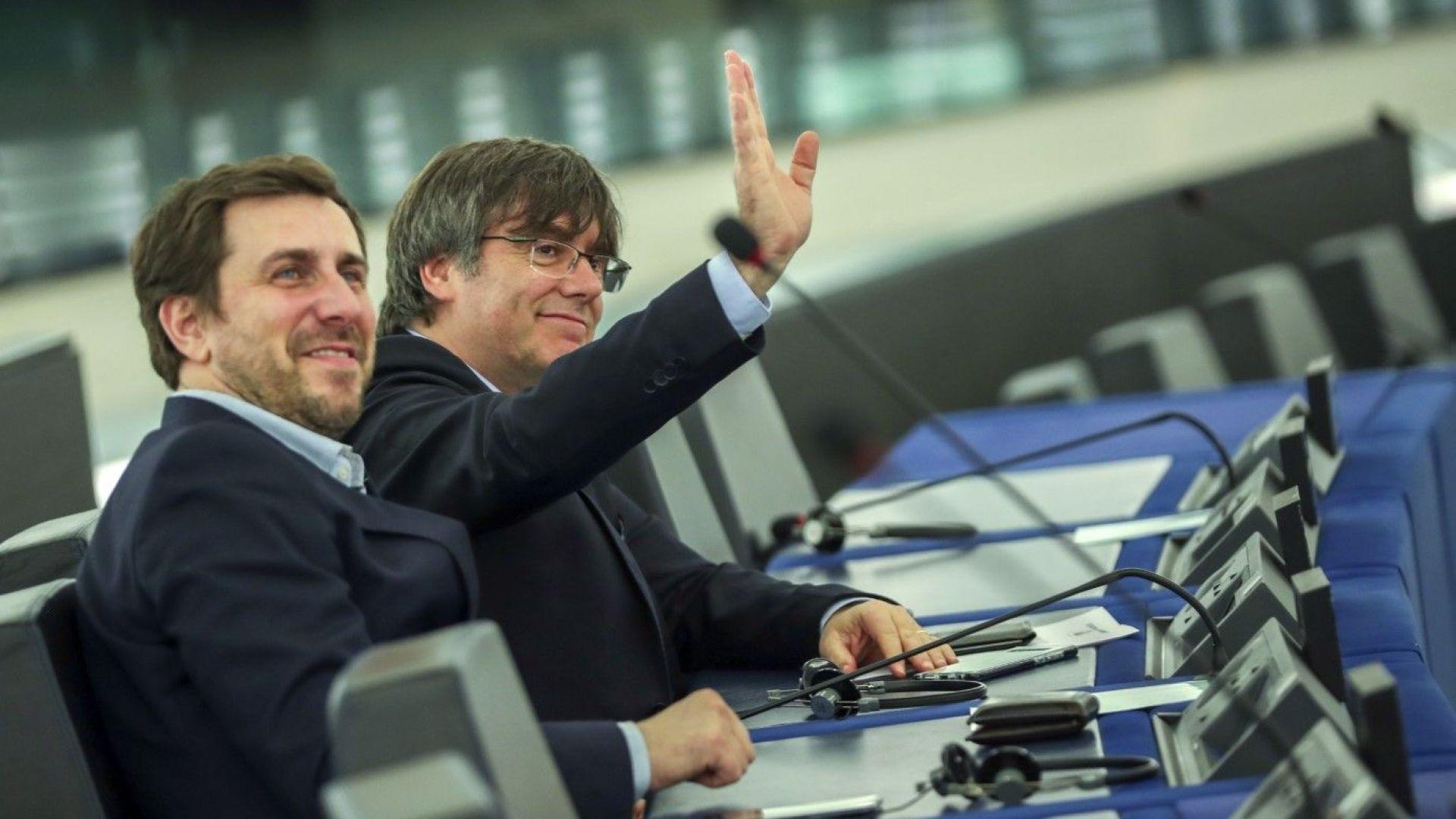 Карлес Пучдемон пристигна в Европейския парламент за първата си сесия