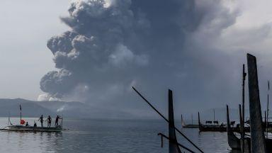 Вулканът Таал бълва огън и жупел трети ден