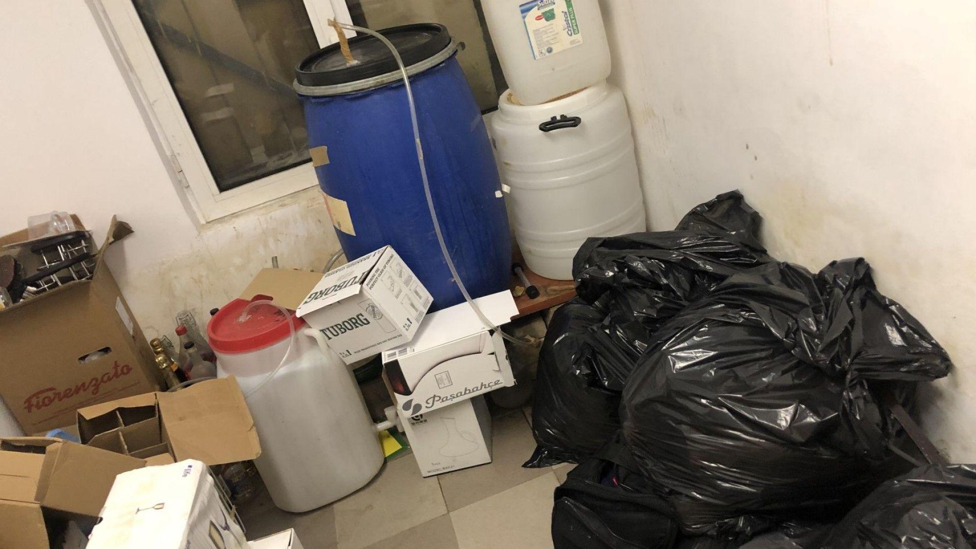 Снимка: Иззеха внушителни количества нафта, алкохол и храни от хотел на Боровец