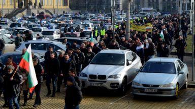 Протестът на автоинструкторите блокира центъра на София