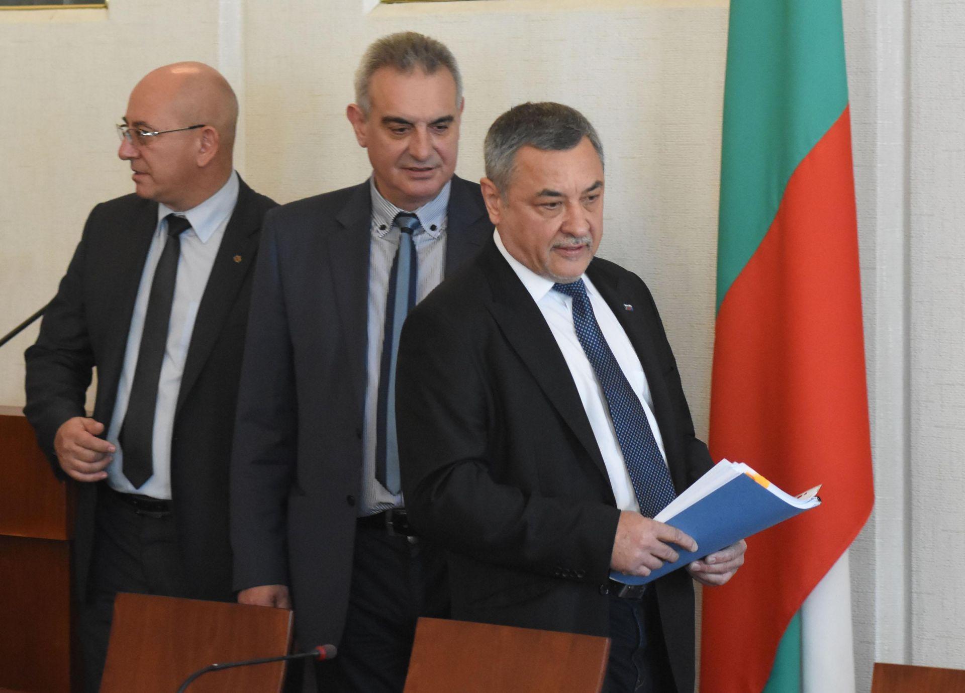 Валери Симеонов, Валентин Касабов и Емил Димитров-Ревизо (вляво)