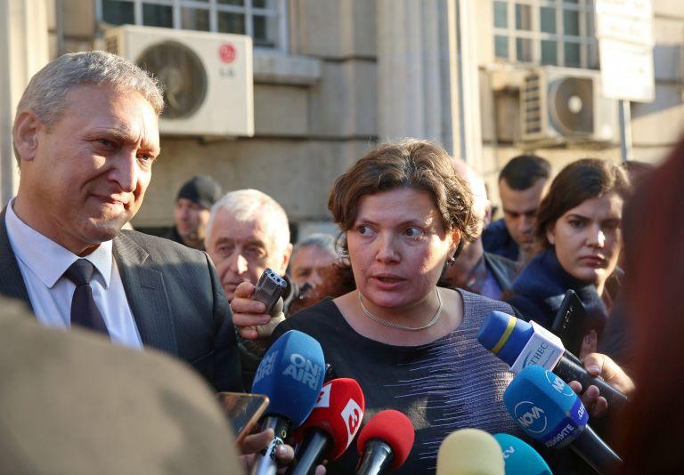 Бойко Рановски (ляво) и Малина Крумова говориха пред Министерство на транспорта, информационните технологии и съобщенията, след среща с протестиращи автоинструктори