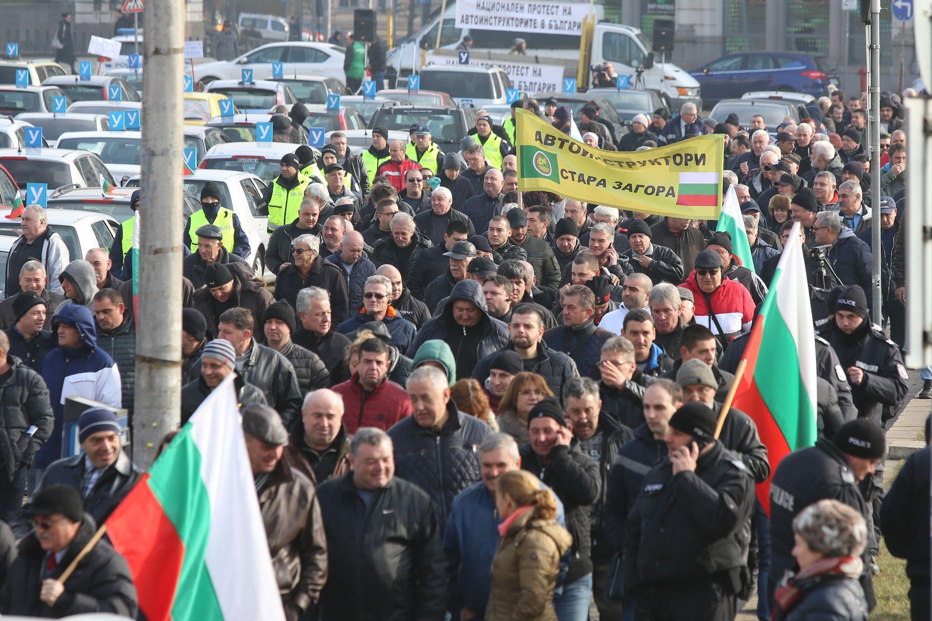 """Протестът на автоинструкторите се проведе на площад """"Александър Батенберг"""" в столицата"""