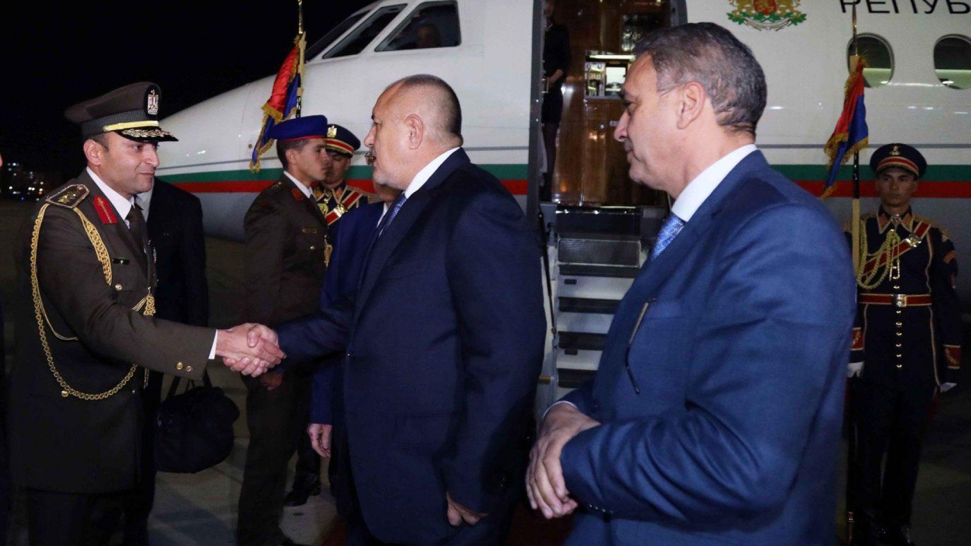 """Борисов кацна в Кайро за откриване на военна база """"Бернис"""" (снимки и видео)"""