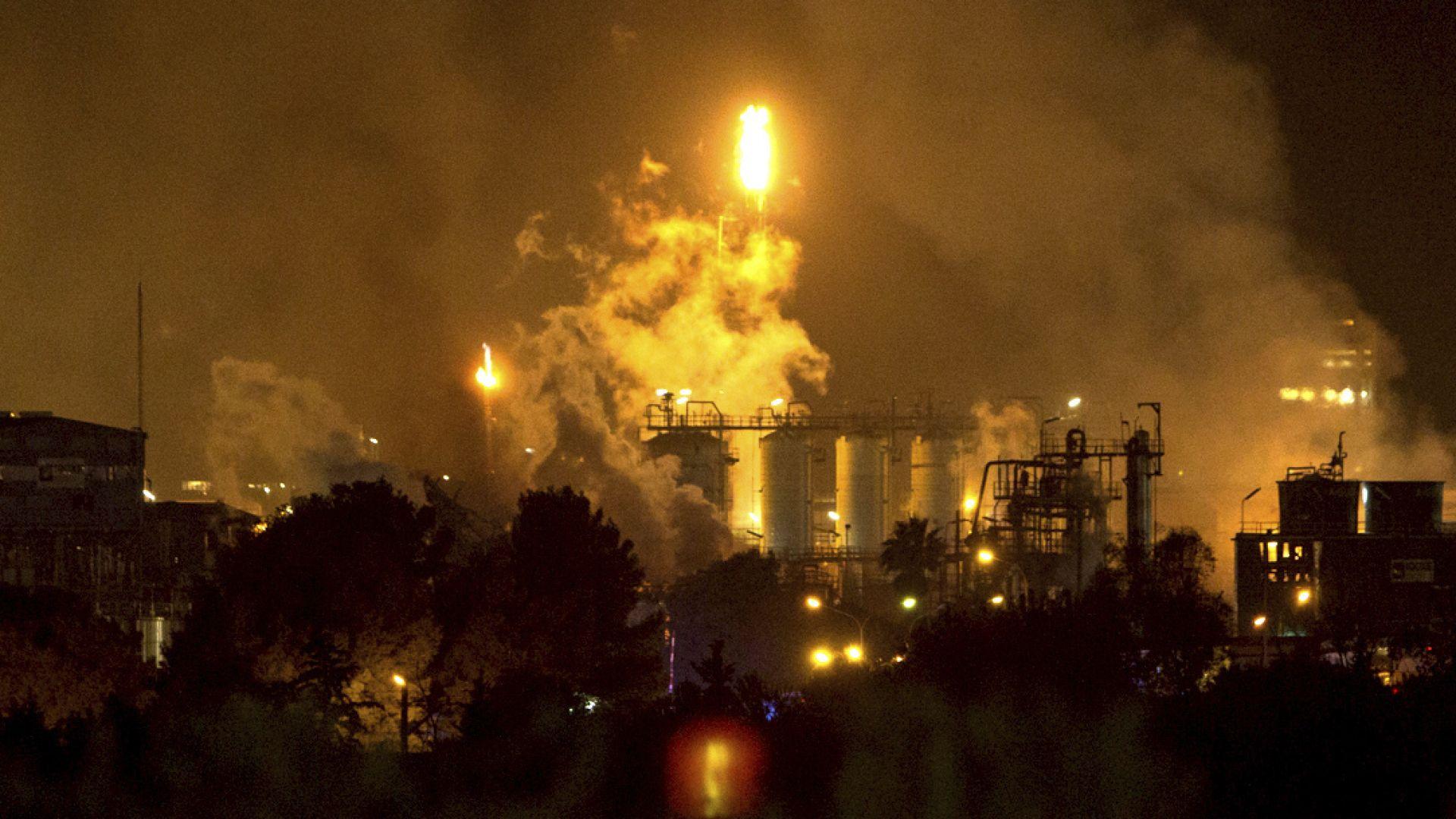 Мощен взрив в химически завод в Испания (видео+снимки)