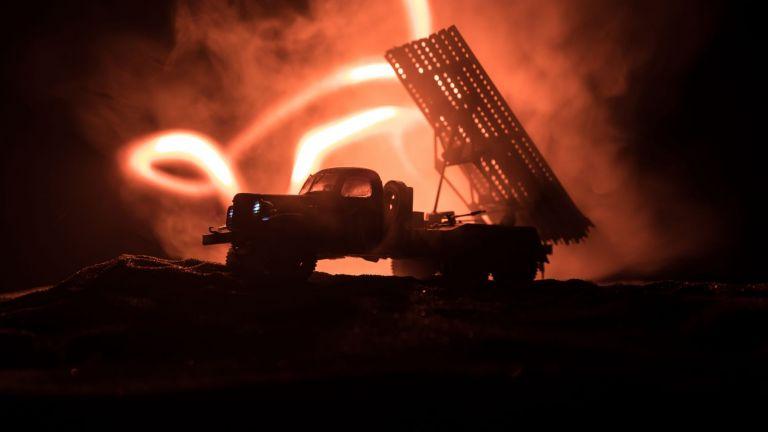 Мощен ракетен обстрел по военна база с US военни в Ирак (видео)