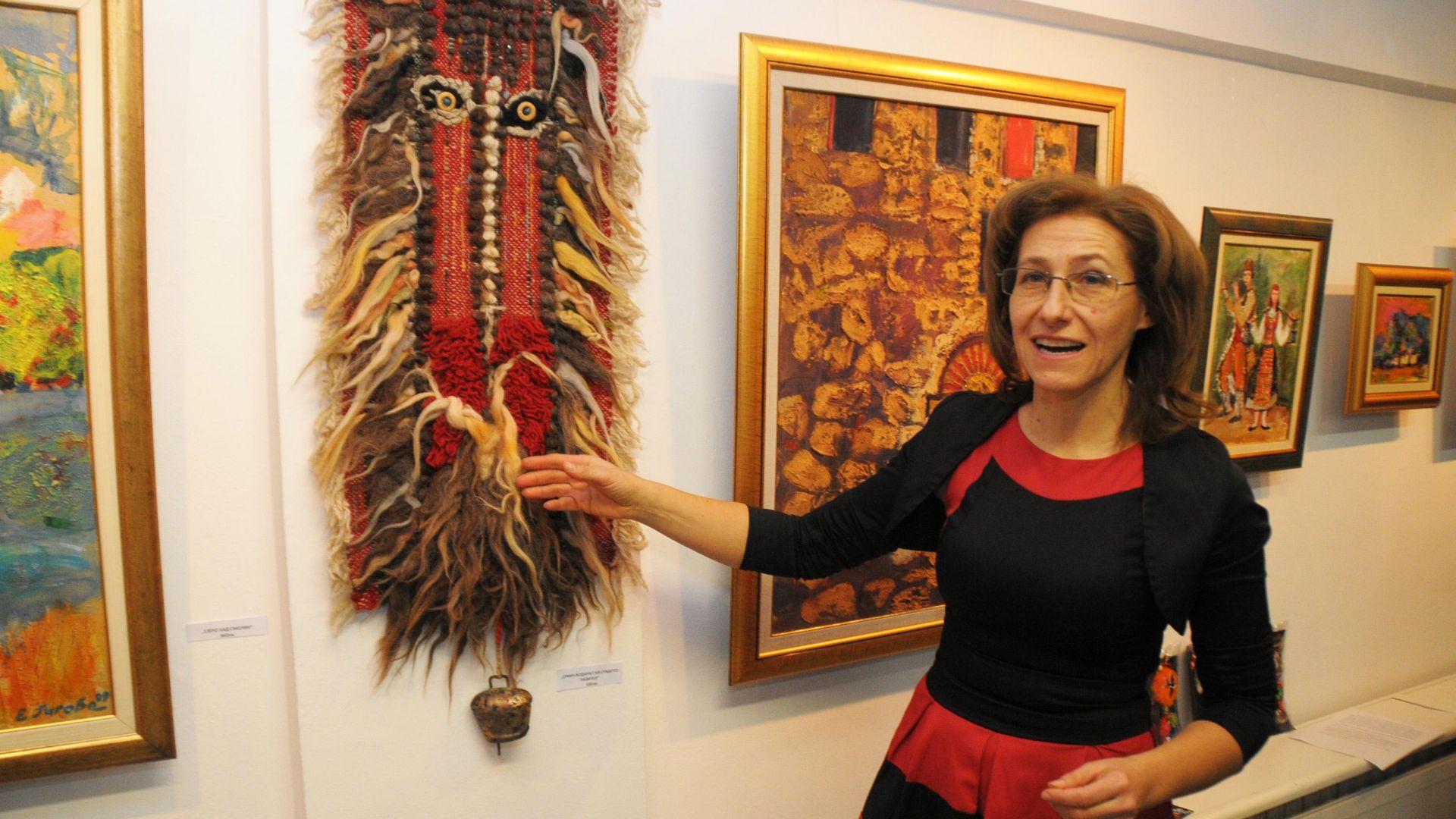 Младата и талантлива художничка, внучка на класика в българската литература
