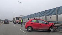 """""""Мазда"""" катастрофира на столичния булевард """"Брюксел"""" (снимки)"""
