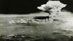 Камбанен звън и оглушително мълчание в спомени за Хирошима (снимки)