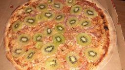 Моцарела, шунка и киви: Ето я най-отвратителната пица на света
