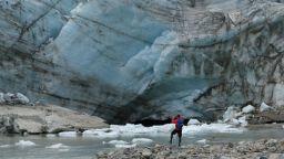 Из дебрите на синия лед: Учени откриха древен, неизследван досега вирус