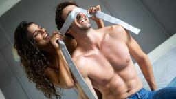 Мъжете мечатят за секс на обществено място, а жените за повече любовна игра