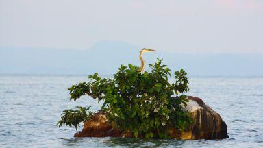 Два индонезийски острова изчезнаха под водата