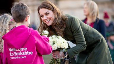 Кейт Мидълтън даде топла прегръдка на момче с аутизъм по време на визита в Брадфорд