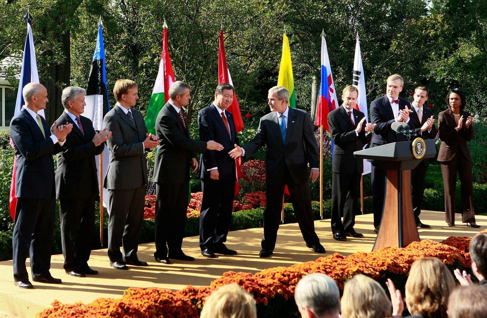 """Джордж Буш прави изявление в Белия дом за разширяване на програмата """"Виза Уейвър"""", 17 октомври 2008 г."""