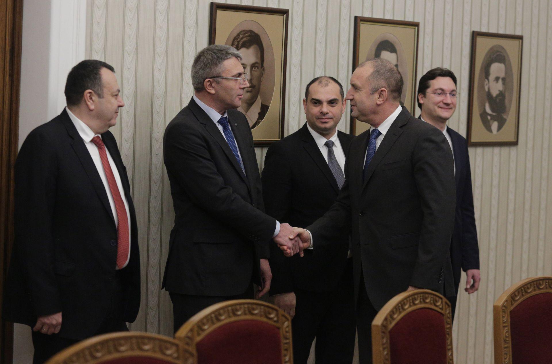 ДПС беше представена от лидера си Мустафа Карадайъ, но Корнелия Нинова не дойде, а изпрати депутати Филип Попов и Крум Зарков