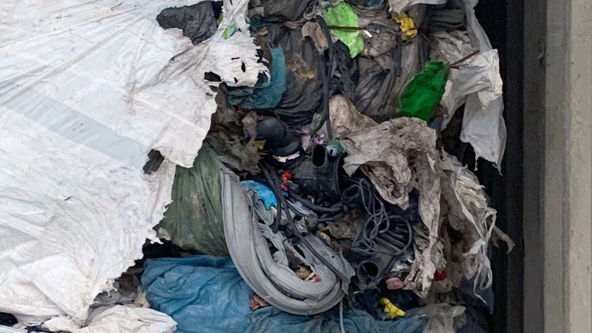 Задържаха над 11  камиона с отпадъци на границата с Турция