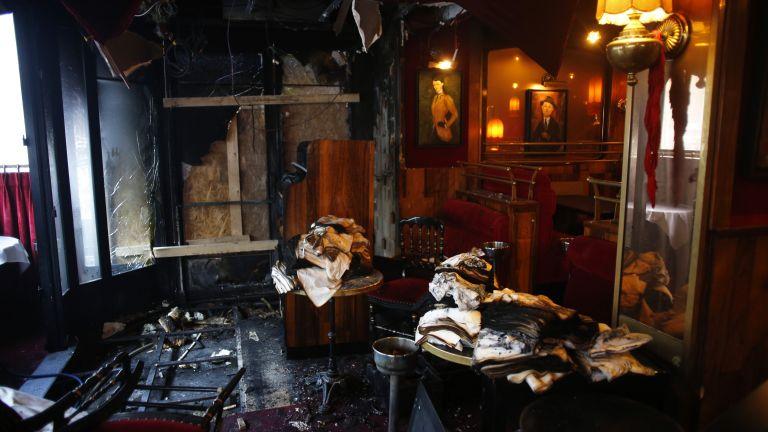 """Пожар избухна в прочутото парижко кафене """"Ротонда"""" (снимки)"""