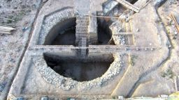 """Откривателите на гробницата на """"Воина грифон"""" откриха две нови гробници наблизо"""