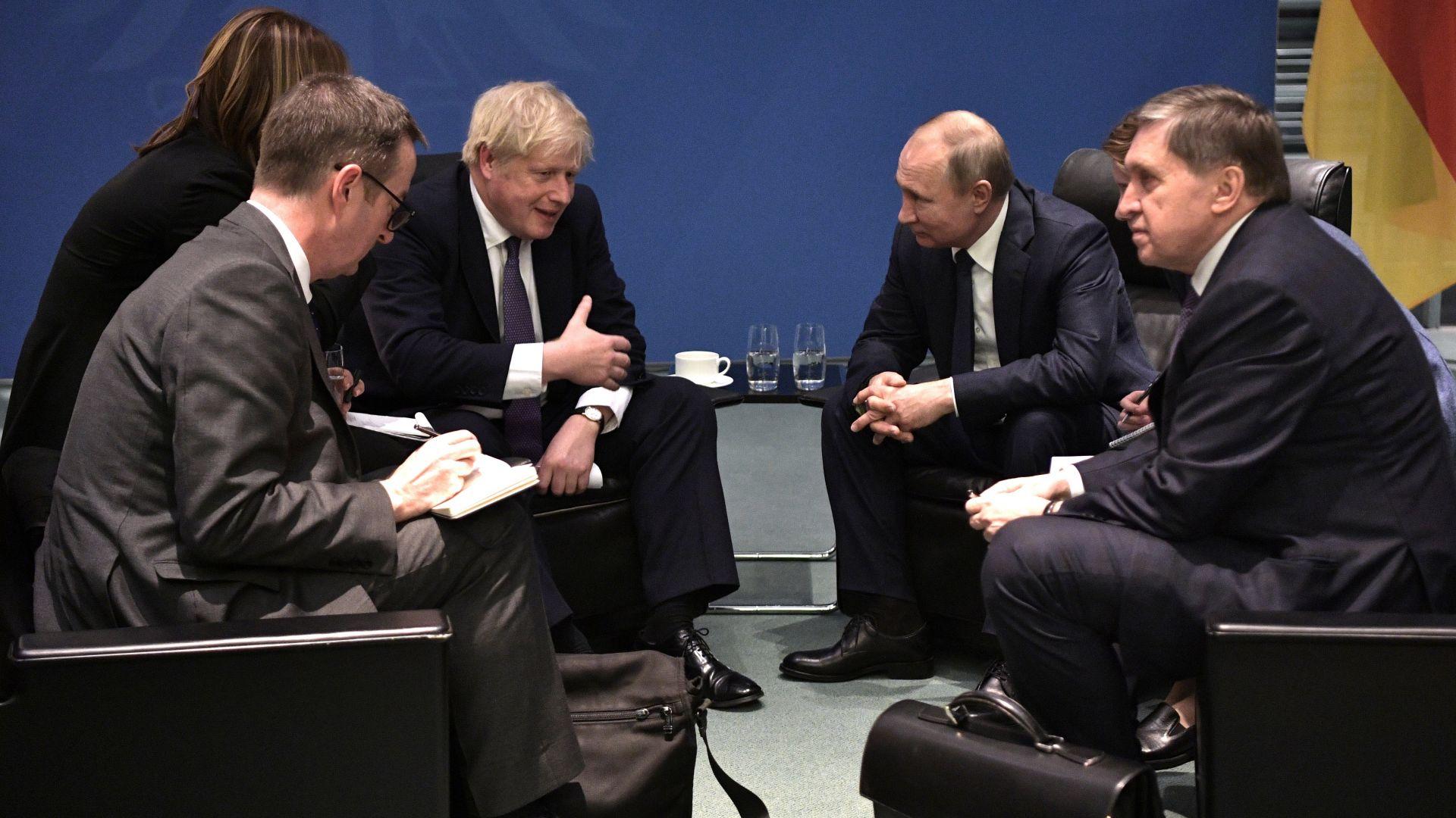 Британският премиер Борис Джонсън и руският президент Владимир Путин се