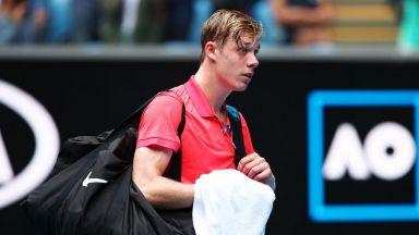 При липсата на тенис, Шаповалов се отдаде на музикална кариера