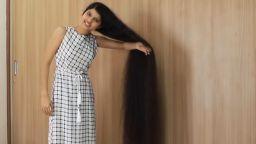 17-годишна индийка запази рекорда си за най-дълга коса (видео)