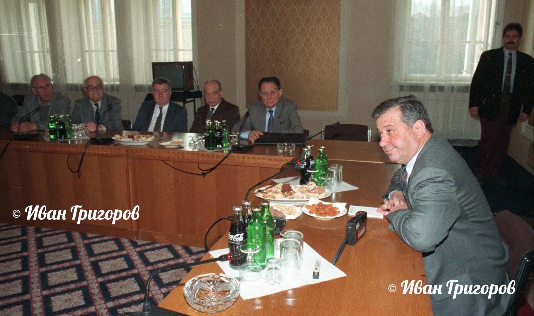 Благовест Сендов и акад. Йордан Малиновски, 1992 г. по време на заседание на БАН