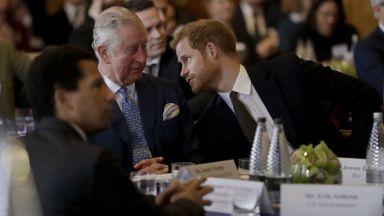 Принц Чарлз ще поеме разходите на Хари и семейството му за една година