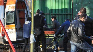 Спасиха живота на наръганата от сина си в София