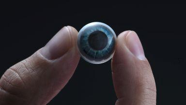 """Показаха първата """"истинска умна контактна леща"""""""