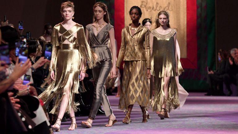 Богини в златно: Колекцията на Dior впечатли Седмицата на висшата мода в Париж