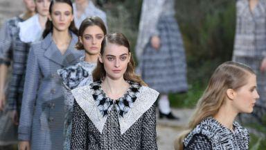 """Поглед към миналото: Chanel със смела """"манастирска"""" визия на Седмицата на висшата мода"""