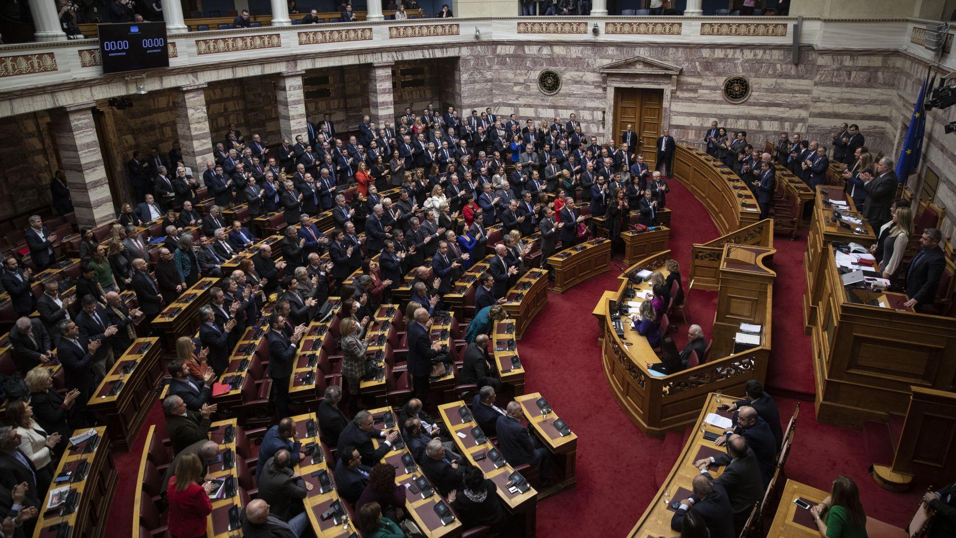 Повишиха кредитния рейтинг на Гърция