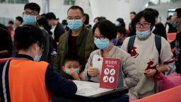 Масово пътуване на китайци може да разпространи новия вирус по света
