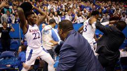 Бой със столове и юмруци придаде завършен вид на баскетболно дерби в Щатите (видео)