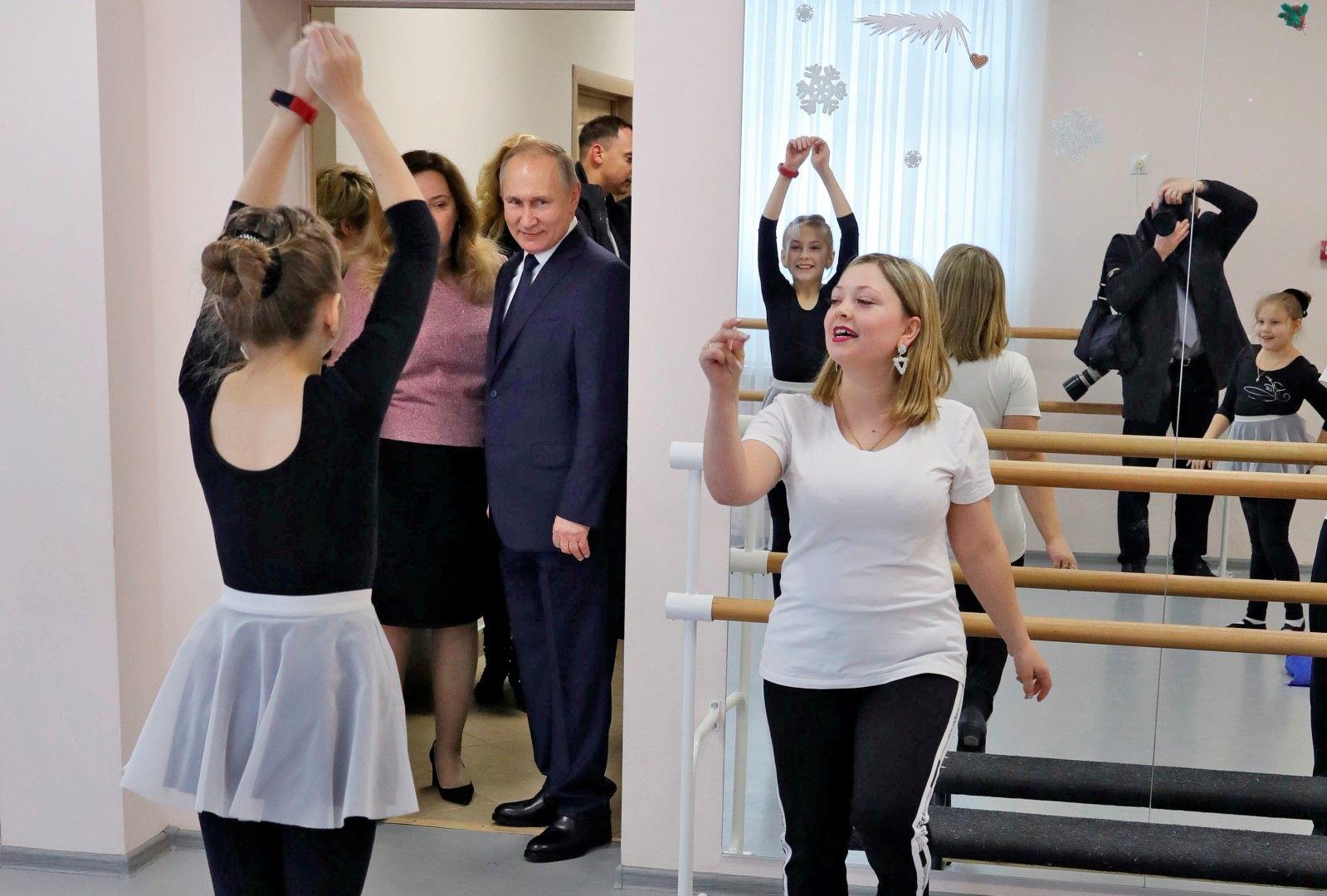 Владимир Путин посети детско училище по изкуствата в Усман, Русия, на 22 януари