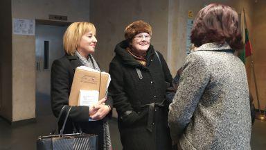 Манолова все още твърди, че истината за резултата от местните избори е в чувалите