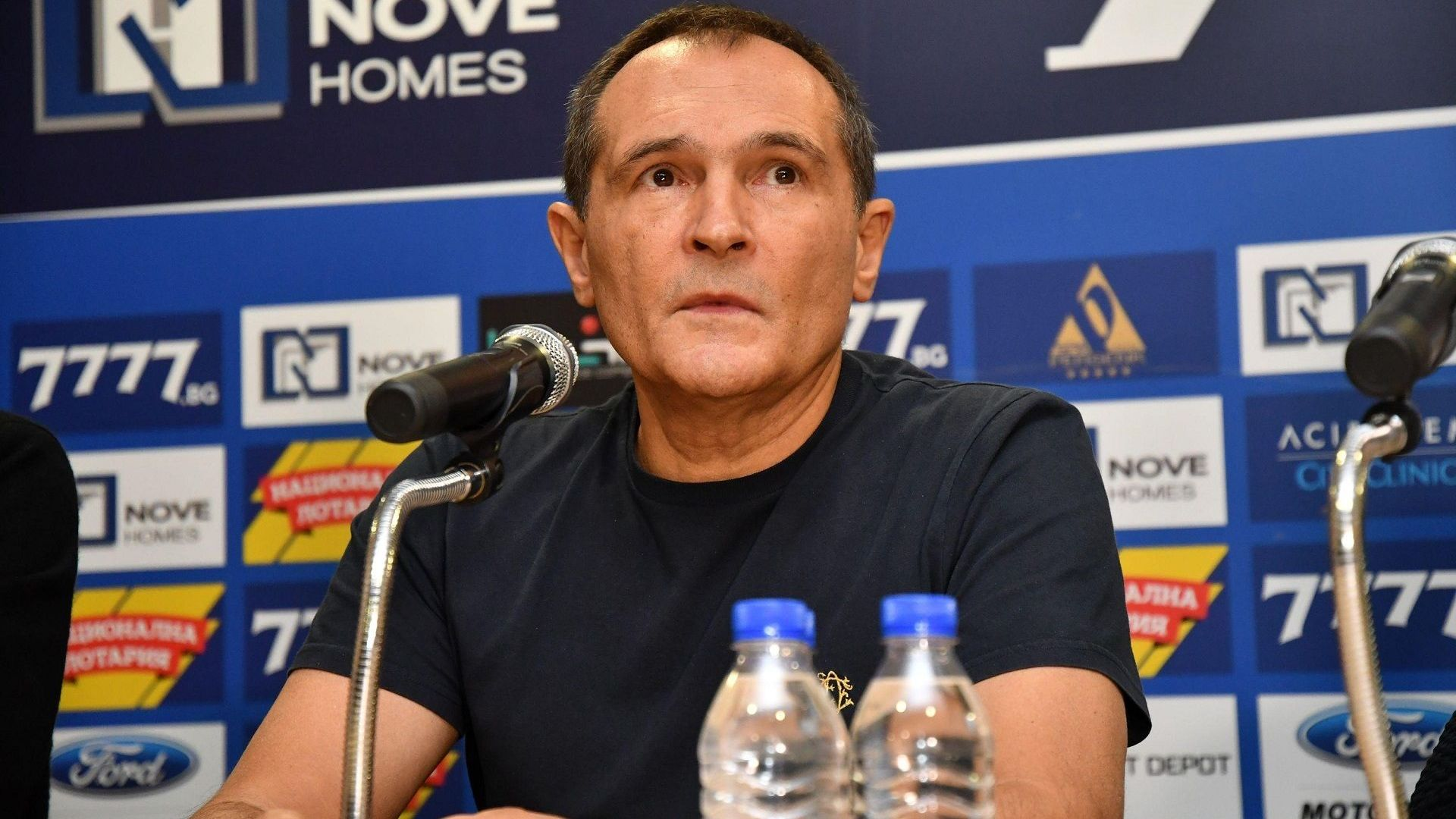 """Божков отвърна на Борисов: От 10 години прехвърля задкулисно собствеността на """"Левски"""""""