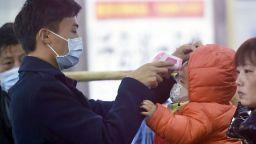В Китай успяха да спасят с нов метод един от заразените със смъртоносния коронавирус